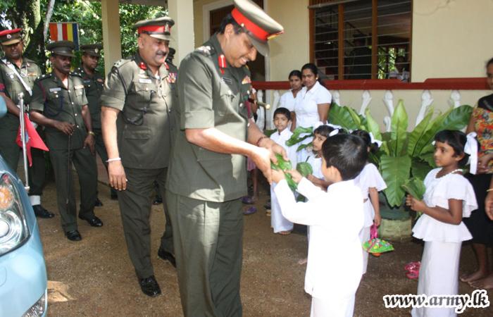 4 SLSR Troops of 583 Brigades Help People with Weak Vision
