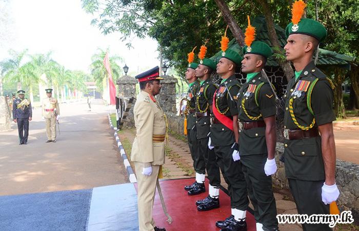 Retiring Major General Lalith Daulugala Accorded Military Salute