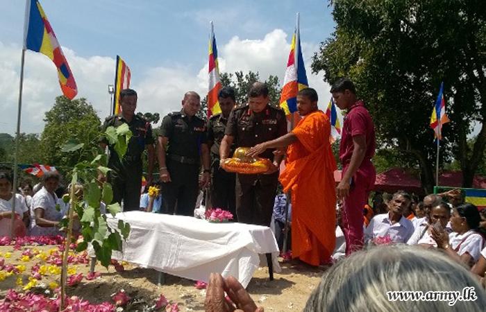 Troops Assist Planting 'Pinkama'