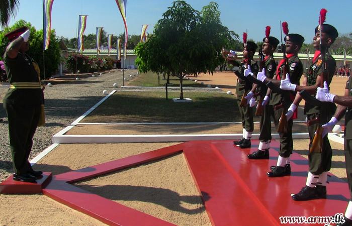 Mullaittivu Security Force Commander Visits 20 (V) GW