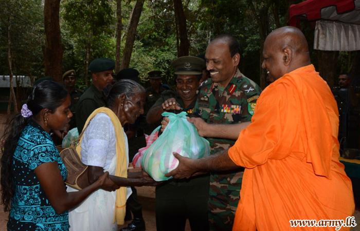 Bogaswewa & Veherathenna Villagers Given Gift Packets