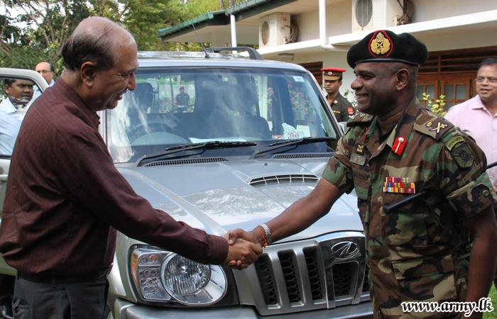 Indian Delegates Meet Jaffna Commander