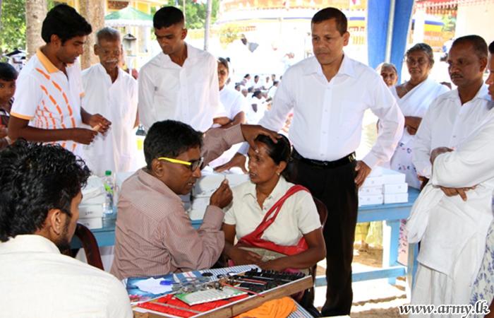 Troops Assist 'Muthiyangana Maha Se Abhiwandana' Programme