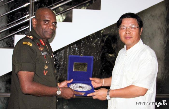 Chinese Ambassador Calls at SF-J Commander
