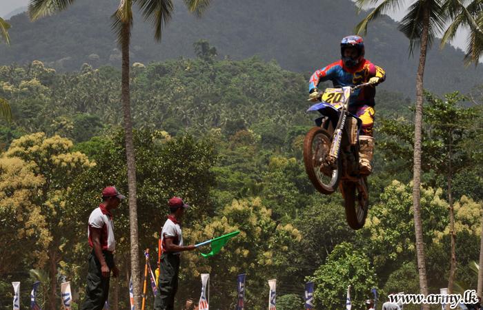 Vijayaba Motorcross Ends with Stunning Feats among a Massive Crowd