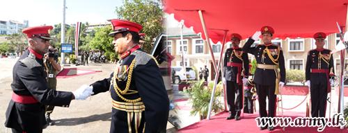 Retiring Major General Milinda Peiris Accorded Military Salute