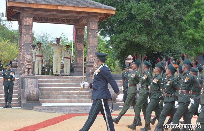 Major General Kamal Gunaratne Honoured in MIR Military Parade
