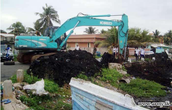 Jaffna Troops Contribute to Coastal Belt Clean-up