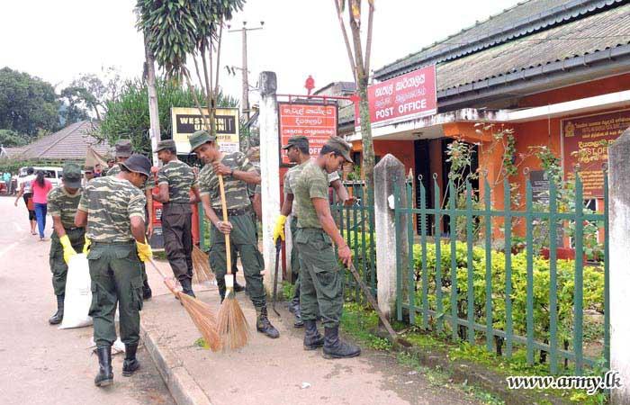 Divisional Secretariat Helps Army Troops for 'Shramadana'
