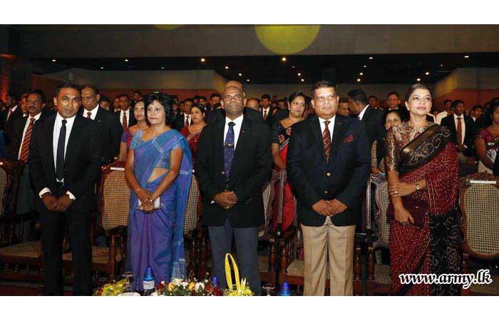 Gajaba Regiment Admires Its 'Colours' Recipients