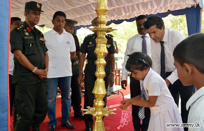 Medirigiriya Students Given School Incentives
