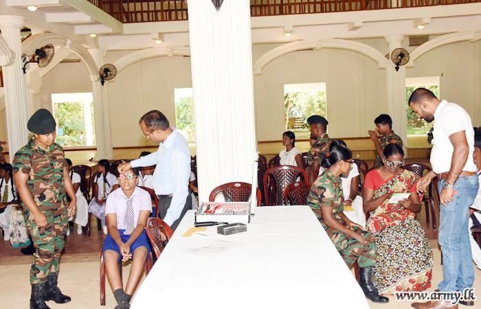 Kilinochchi Teachers & Students Get Eyes Examined