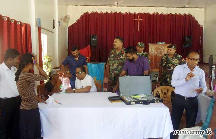 Selvapuram Civilians Benefited in 51 Division-Organized Eye Clinic