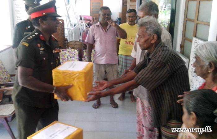 582 Brigade Troops Clean Elders' Home