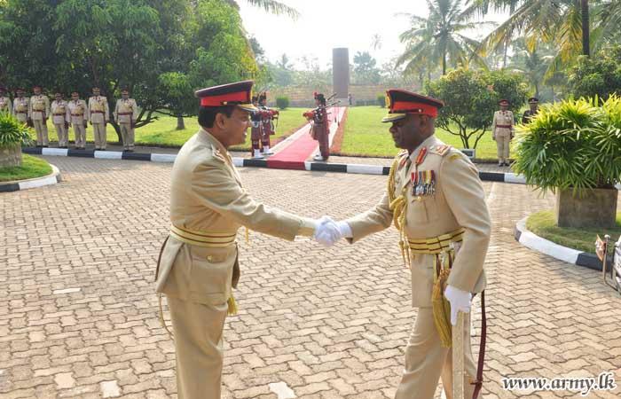 Boyagane VIR RHQ Extends Warm Reception to Commander