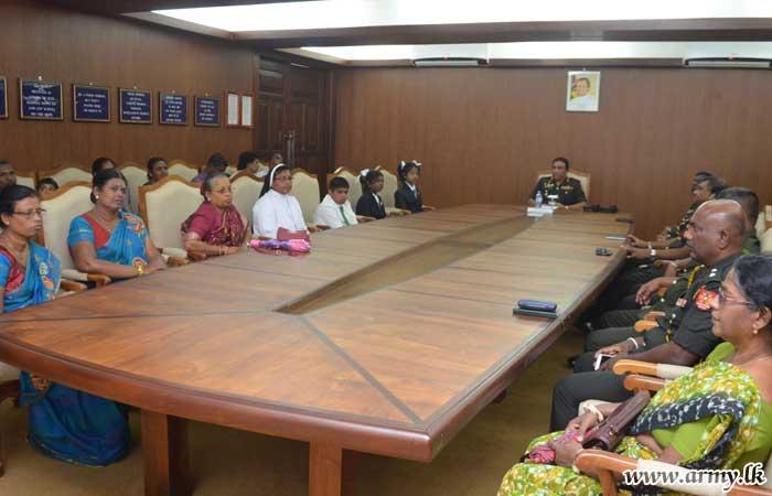 யாழ் பாதுகாப்புப் படைத் தளபதியவர்களால் 5ஆம் ஆண்டு புலமைப்பரிசில் சித்தியடைந்த மாணவர்களுக்கு பரிசில்கள் வழங்கிவைப்பு