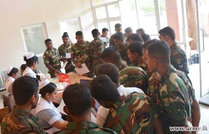 Wanni Troops Give Blood to Vavuniya Hospital