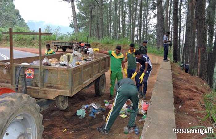Full Day 'Shramadana' Cleans Diyatalawa Town & Its Roadsides