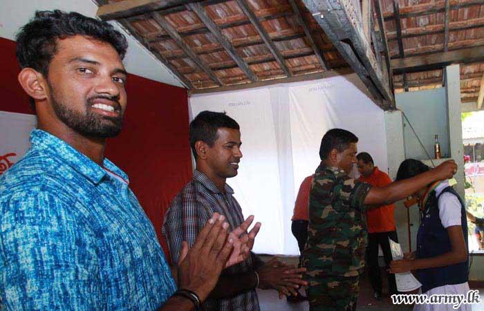 'Arunalu' Charity Programme Goes to Kandegama School