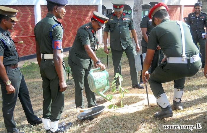 New 14 Div GOC Visits 141 Brigade at Veyangoda