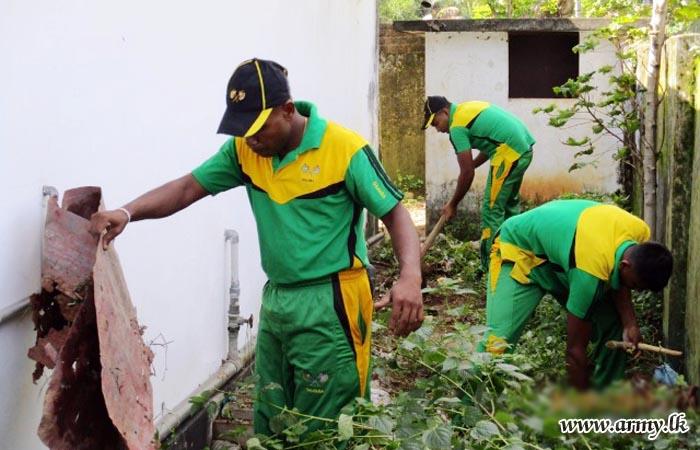 231 Brigade Troops Clean School Premises at Batticaloa