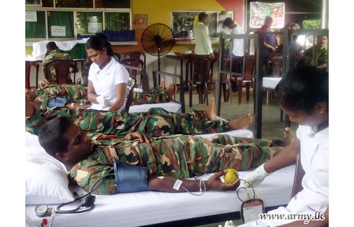 51 Division Troops Give Blood to Jaffna Hospital