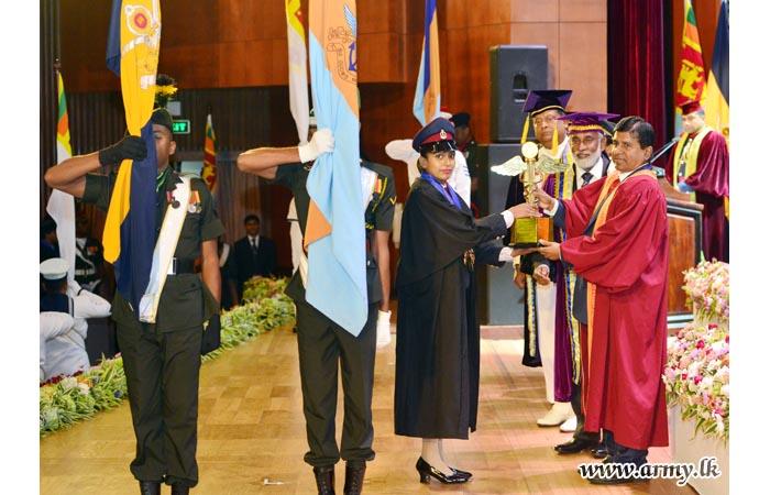 2018 - கொத்தலாவளைப் பல்கலைக்கழக பட்டமளிப்பு விழாவில் கலந்து கொண்ட முப்படைத் தளபதிகள்