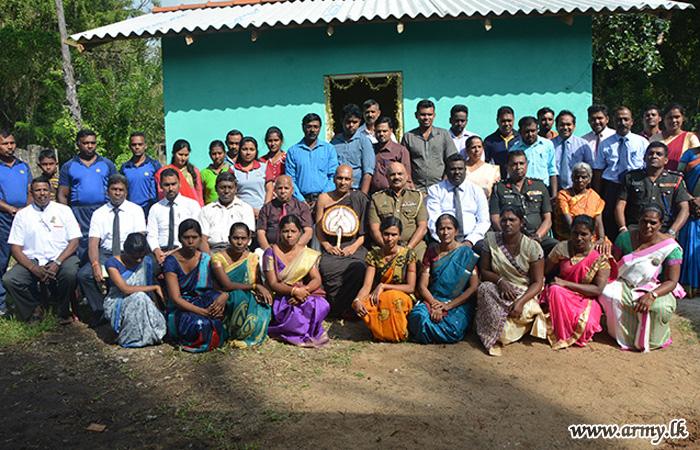 Vavuniya Hospital Buddhist Assn Builds New House for Tamil Woman