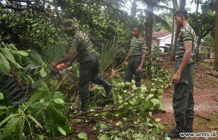 West Troops Help Tornado-Affected in Gampaha