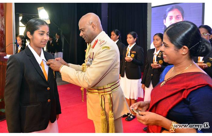 Commander Awards Prefect Badges to Anulyians at Nugegoda