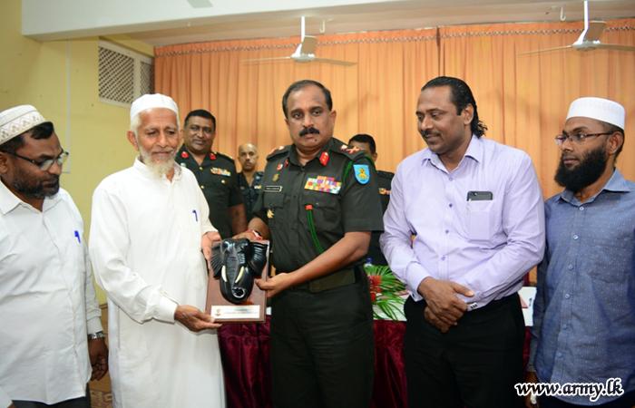 East Commander Meets Muslim Religious Leaders