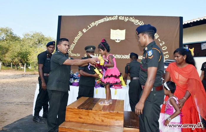 14 VIR Soldiers Coordinate Donation of School Accessories