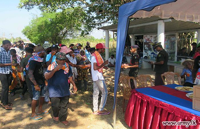 Vavuniya-bound Catholic Pilgrims Provided Army Hospitality