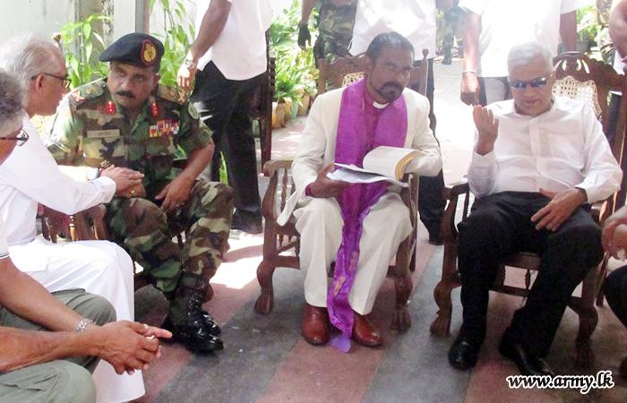 East Commander Briefs Visiting Premier & Ministerial Delegation