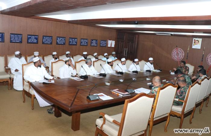 Moulavis & Muslim Community Leaders Meet Jaffna Commander