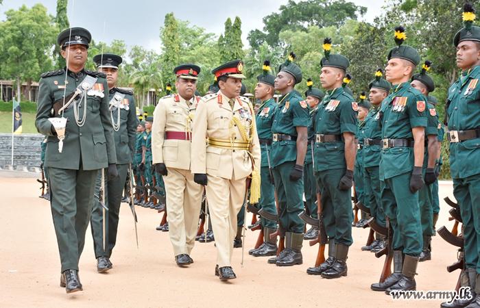 Major General Udalupola Welcomed at His Regimental Centre