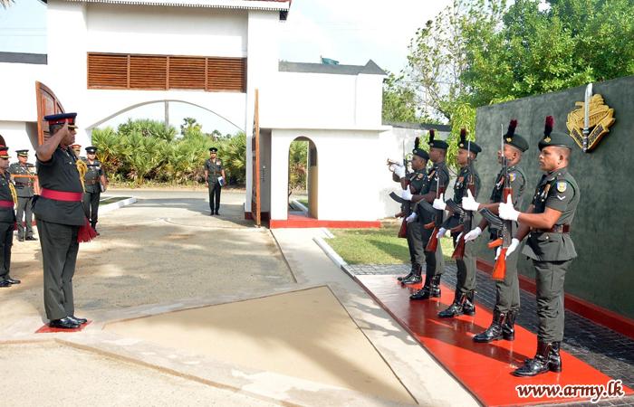 படைத் தளபதி படையணி தலைமையகங்களுக்கு உத்தியோகபூர்வ விஜயம்