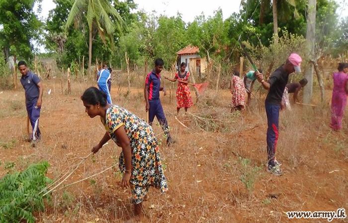 Soldiers & Civilians Do Community Work