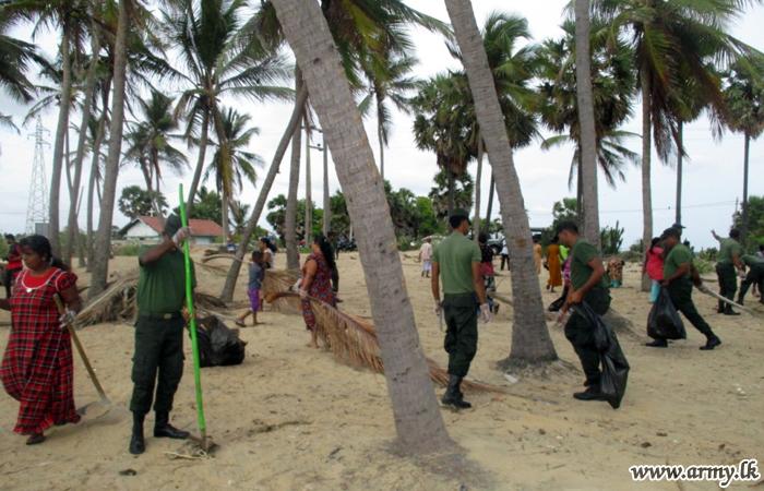 Army-organized Beach Cleaning Draws More than 450 Civilians