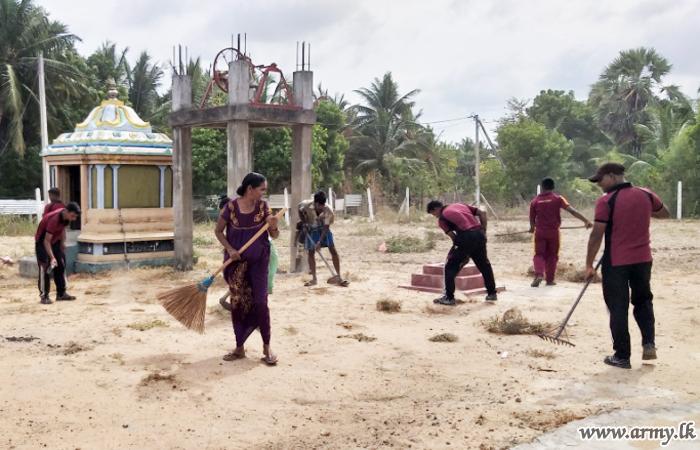 Kilinochchi Troops Conduct Shramadana Campaigns to Clean Kovil Premises