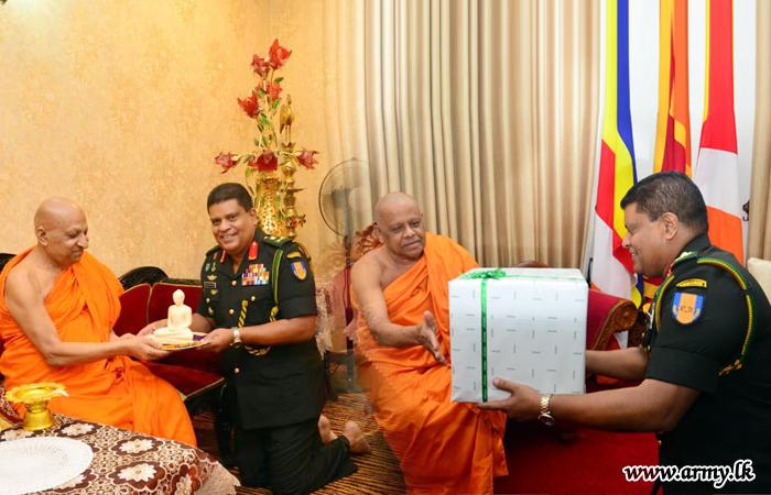Commander Venerates Kandy 'Sri Dalada' Temple & Receives Blessings of Malwatte & Asgiriya Prelates