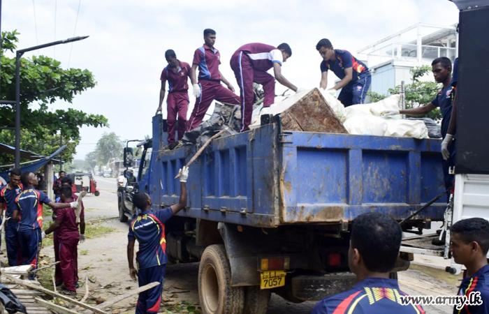 வெலிகம கடற்கரையோரங்களில் படையினர் சுத்திகரிப்பு பணிகளில் ஈடுபாடு