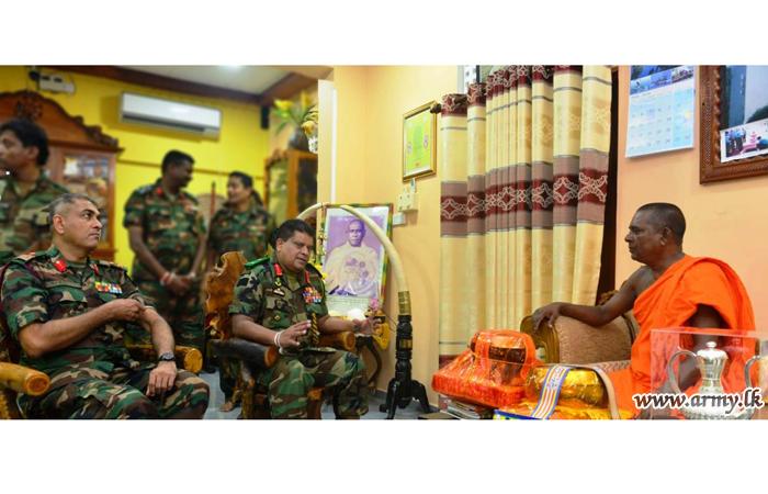 Nagadeepa Monks Extend Blessings on Visiting Commander
