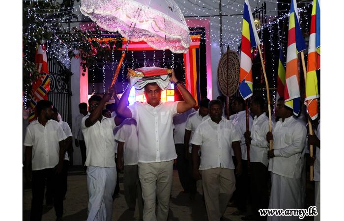 Troops Assist 'Katina Pooja Pinkama' at Jaffna Sri Naga Viharaya