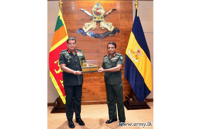 Commander Extends Best Wishes to the Retiring Senior Officer
