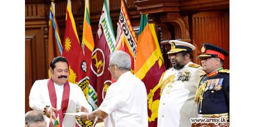 Hon Mahinda Rajapaksa Sworn in as New Prime Minister of Sri Lanka