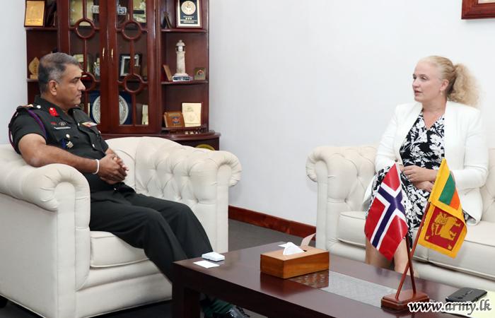 Royal Norwegian Ambassador Calls at SFHQ-J