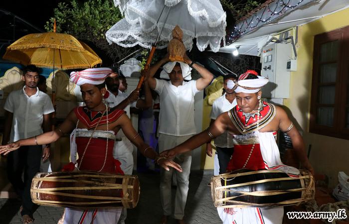 நாகதீப மற்றும் கிளிநொச்சி லும்பினி விகாரையில் பௌத்த வழிப்பாடுகள்