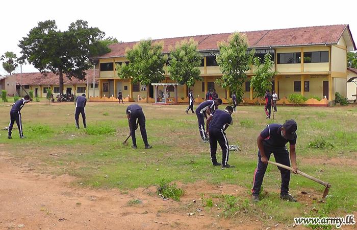 17 (V) SLLI & 20 (V) VIR Troops Clean & Disinfect Kilinochchi Schools