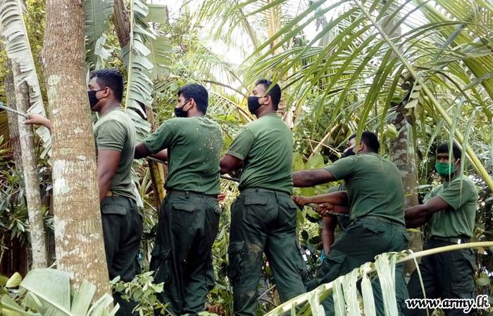 143 Brigade Troops Help Repair Storm-affected Houses of Civilians
